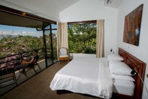 Pura vida Vista apartment mountainside view at yoga retreat